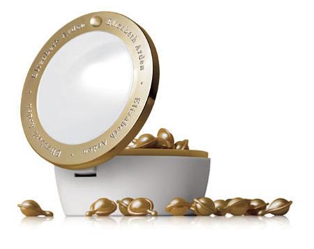 Rughe: Ceramide Gold Ultra Restorative Capsules di Elizabeth Arden