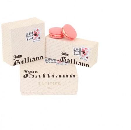 John Galliano e i macaron griffati di Ladurée