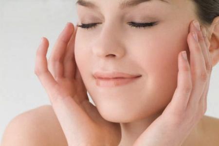 Pulizia del viso: come eliminare i punti neri senza irritare la pelle