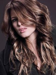 taglio capelli lungo svuotato