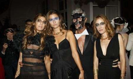 Vogue Paris: un ballo in maschera per i 90 anni
