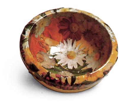 Decoupage: un cesto di fiori e foglie