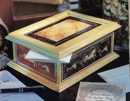 Decoupage: scatola con dipinti