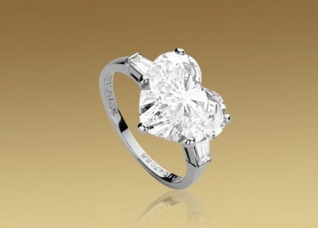 Matrimonio: anello di lusso con diamante a forma di cuore by Bulgari