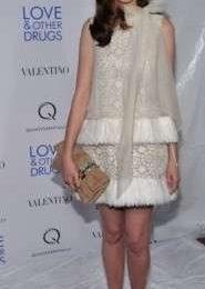 Anne Hathaway sceglie Valentino e Jimmy Choo