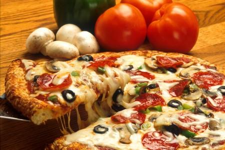 Calorie pizza: dalla margherita alla marinara, la tabella completa