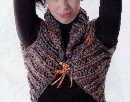 Lavori a maglia: un coprispalle facile da realizzare [FOTO]
