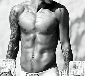 David Beckham lancia una linea di intimo
