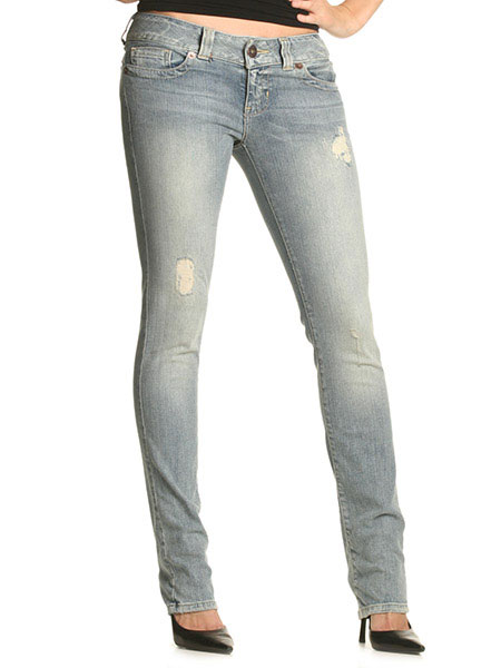 Jeans per donna: modelli cult dei migliori brand