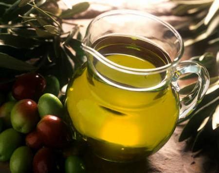 Olio d'oliva anche a colazione per il benessere del cuore