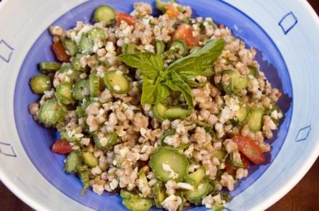 Ricette vegetariane light: insalata di farro