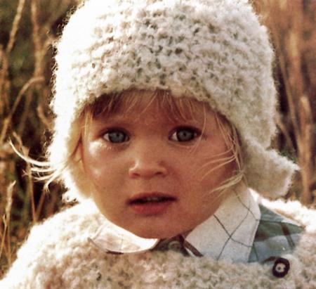 Lavori a maglia: cuffietta per neonato da abbinare al pullover
