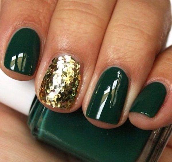Unghie natalizie oro semplici con smalto verde