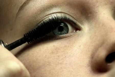 applicare mascara occhi