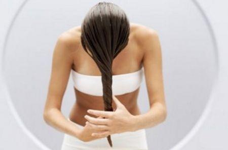 Capelli grassi: i rimedi e i consigli per trattarli