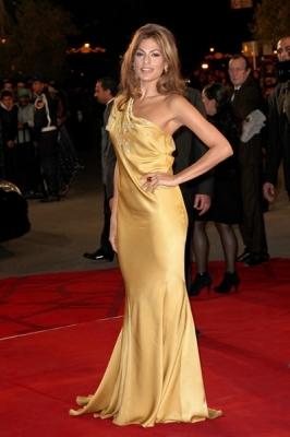 Eva Mendes veste dorato firmato Vera Wang