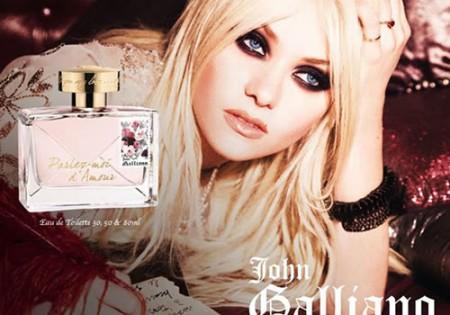 Taylor Momsen per Parlez Moi D'amour di John Galliano