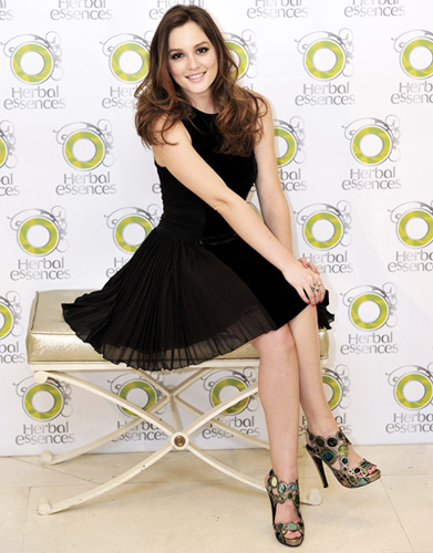 Leighton Meester: look in Versus e Pierre Hardy