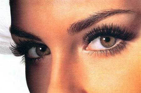 Rimedi naturali contro gli occhi gonfi