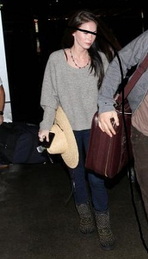 Megan Fox con stivali UGG by Jimmy Choo