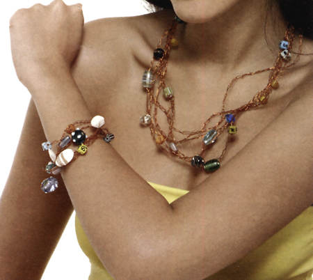 Bijoux: gioielli di rame e pietre colorate
