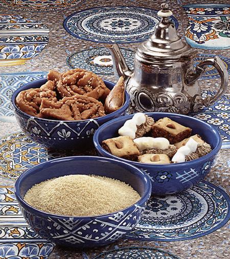 Decorazioni ceramica: ciotole per i salatini