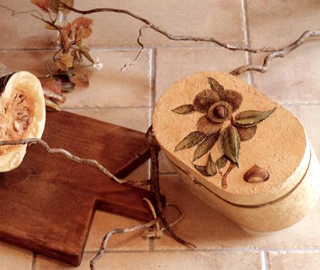 Decoupage: cofanetto decorato con stucco
