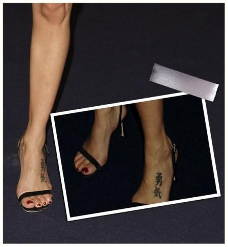 Tatuaggio piede scritta natalie imbruglia