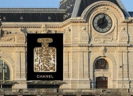 Chanel n°5 decorerà la facciata del Musée D'Orsay