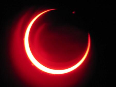 Eclissi parziale di sole visibile in Italia: attenzione agli occhi