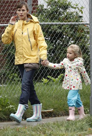 Stivali mania: Jennifer Garner e Violet indossano UGG e Hunter