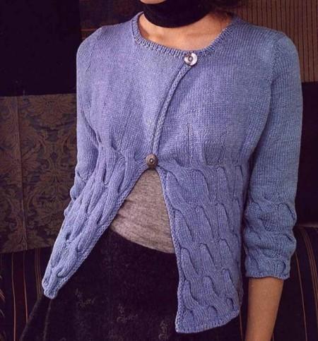 Lavori a maglia: golfino azzurro pastello