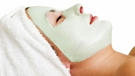 maschera viso pelle arrossata