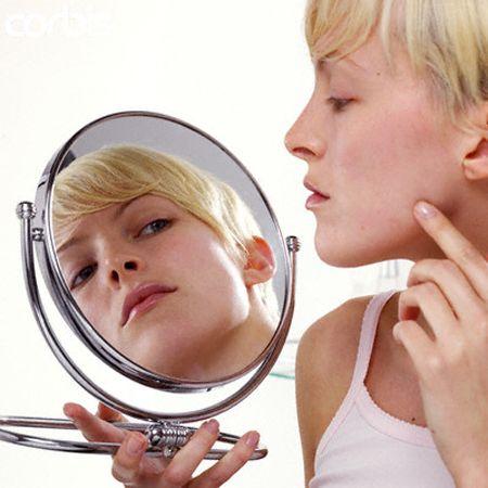Pelle grassa: le cause e i rimedi per curarla