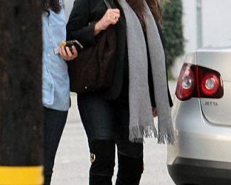 Penelope Cruz con stivali overkness Gucci 1973