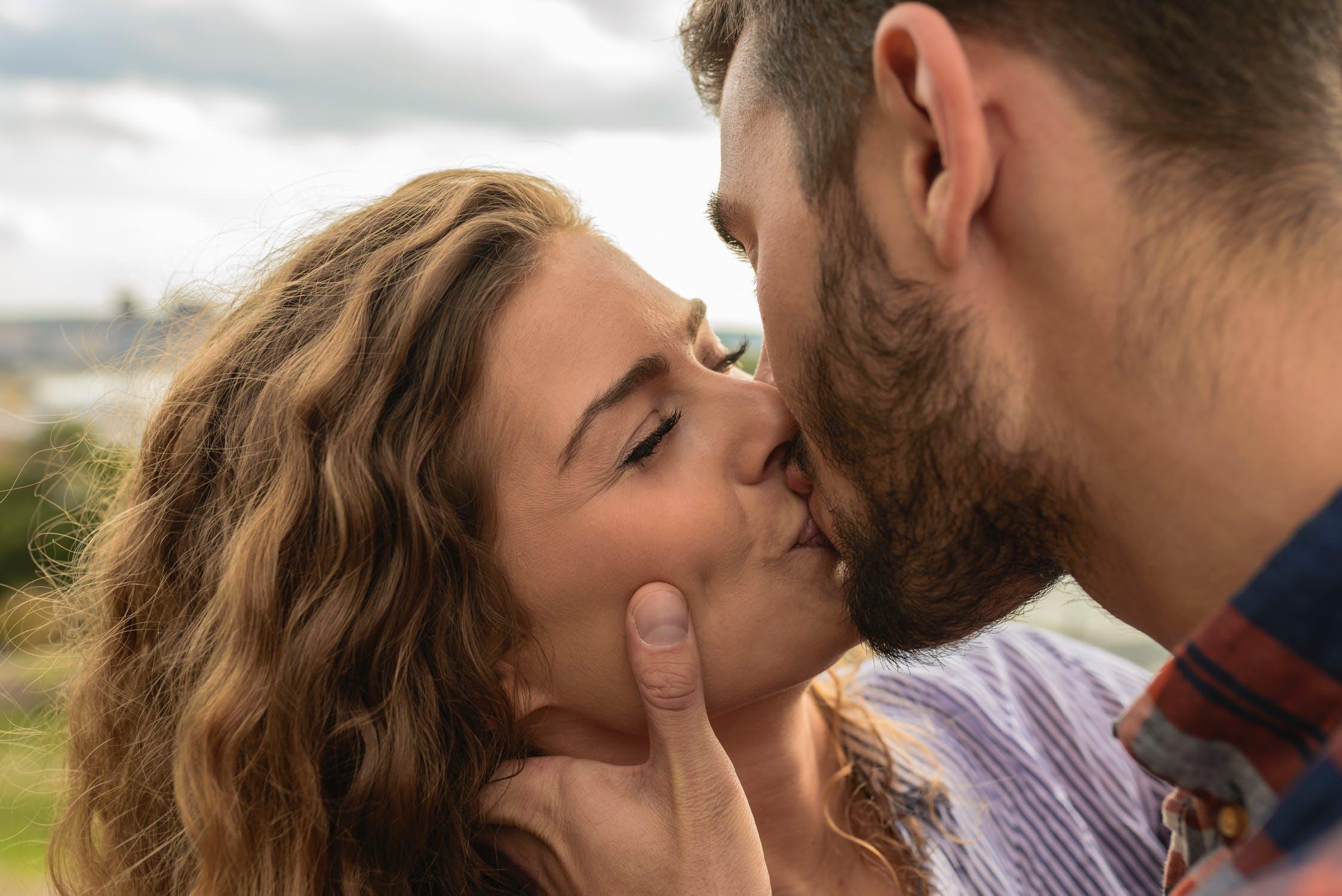 Bacio, tutti i significati di questo gesto d'amore