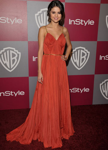 Selena Gomez con un abito Catherine Dean