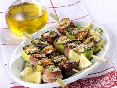 Pesce spada ricette: spiedini con zucchine e pancetta