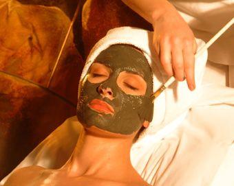Maschere viso, pelle morbida con argilla e oli essenziali