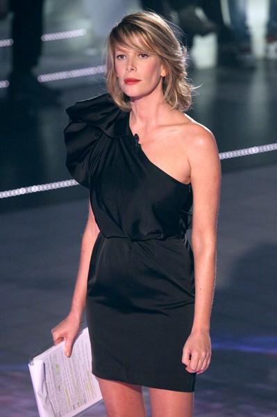 GF 11: Alessia Marcuzzi in minidress Stella McCartney