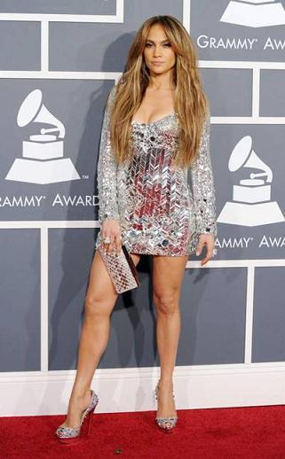 Jennifer Lopez con una borsa Daniel Swarovski ai Grammy Awards