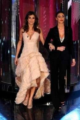 Sanremo 2011: il look di Belen e Elisabetta della terza serata