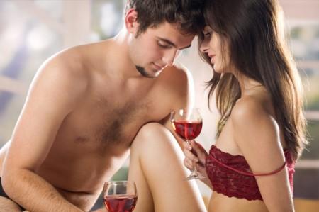 Alcol prima dell'intimità per le donne. Ansia da prestazione?