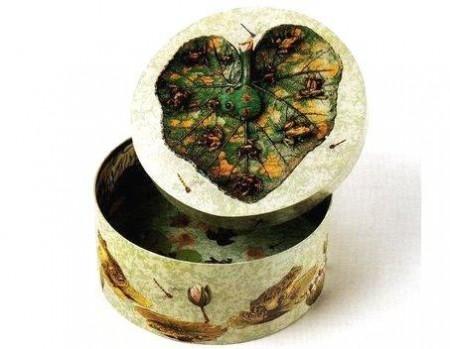 Decoupage: scatola decorata con soggetti da stagno