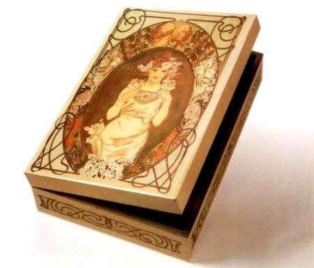 Decoupage: decorare una scatola in stile liberty passo a passo