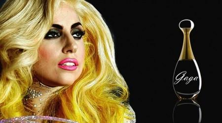 Lady Gaga lancia nuovo profumo alle essenze di sangue e seme maschile!