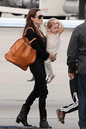 Angelina Jolie con la Aurore tote di Chloé