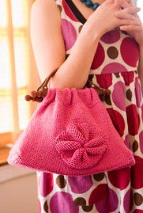 Lavori a maglia, come realizzare una borsa con la Rosa