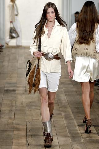 Camicia bianca: a maniche corte o lunghe?