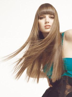 Cura dei capelli, come averli perfettamente lisci